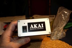 Dálkový ovladač magnetofonů AKAI (rádio)